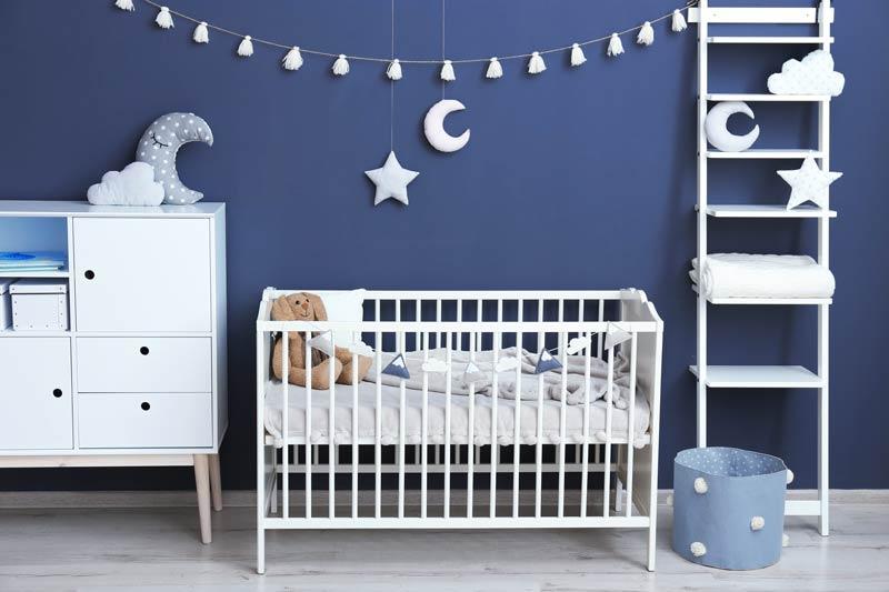 Idee per una cameretta neonato blu e bianco, decorazioni murali decorative.