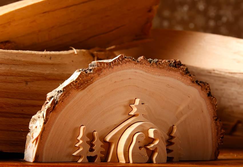 Bellissimo presepe intagliato nel legno.