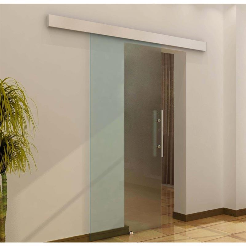 Porte scorrevoli in vetro a esterno muro.