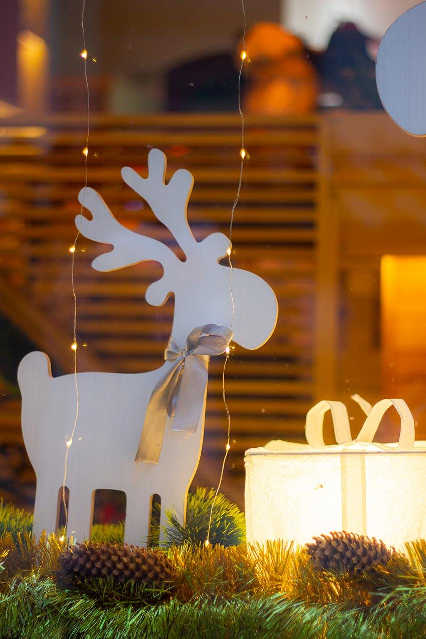 Come Creare Una Renna Luminosa 20 idee per addobbare casa con le renne di babbo natale
