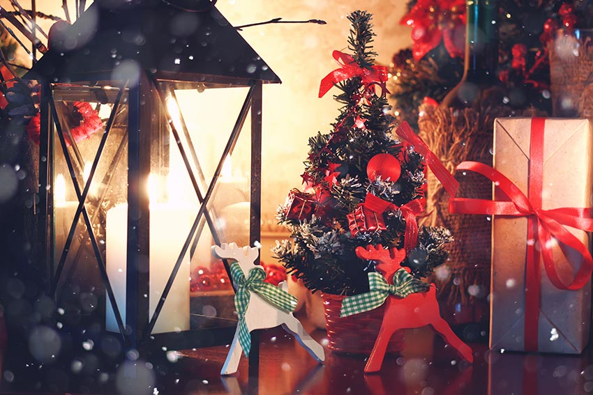 Renne di Natale bianche e rosse.