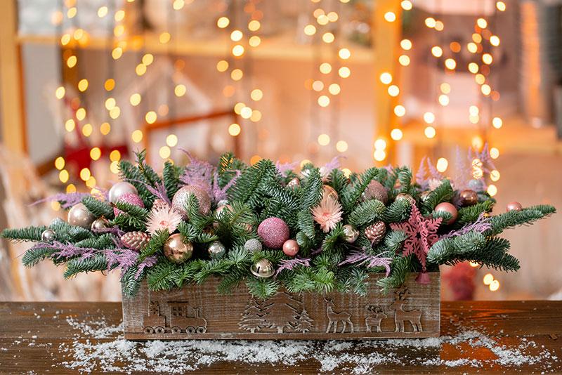 Composizione natalizia in una cassetta di legno.