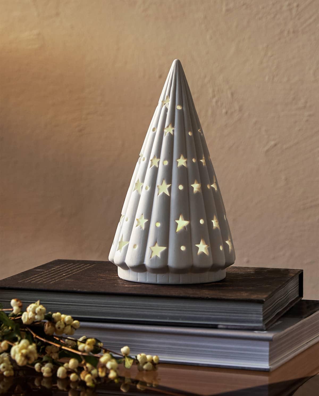 Alberello di Natale decorativo con luci interne di Zara Home.
