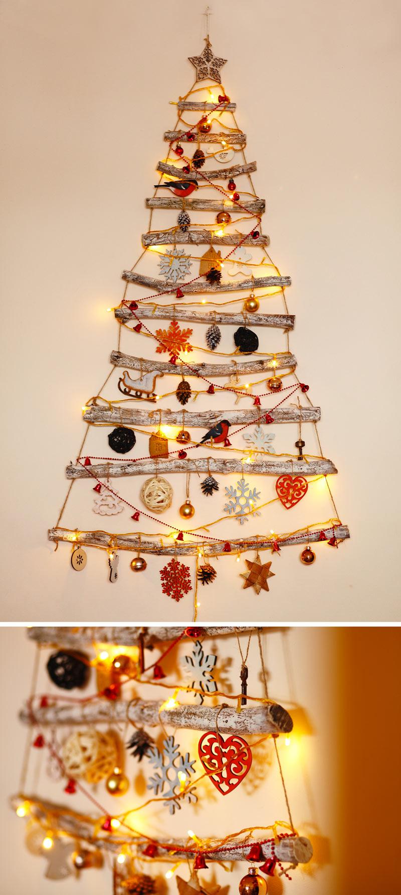 Albero di Natale da parete realizzato con legnetti e corda.
