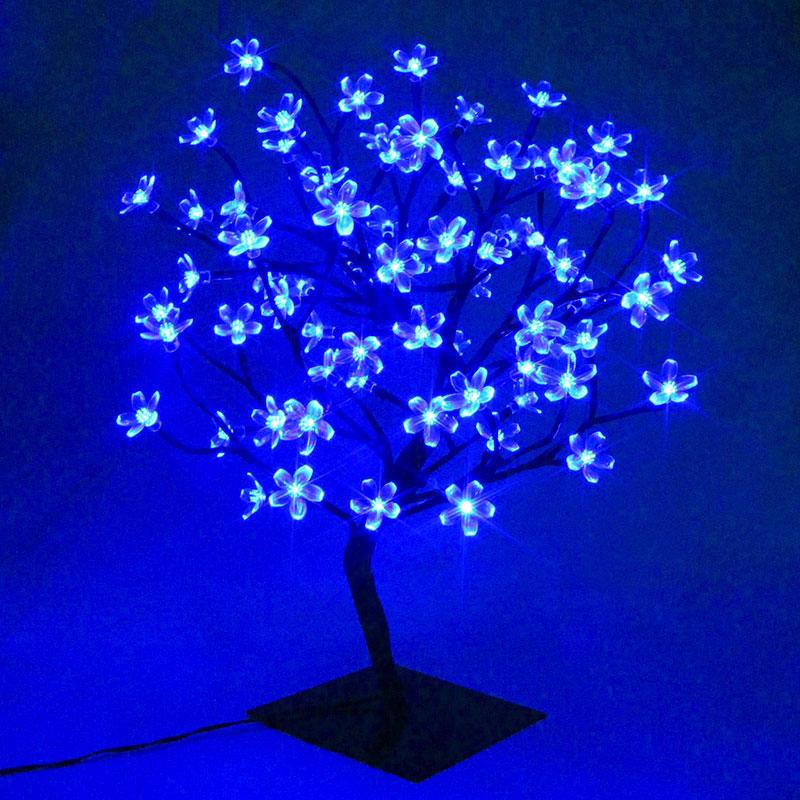Albero luminoso da interno con lucette blu a forma di fiori.