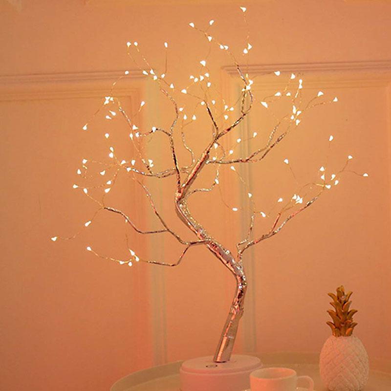 Albero luminoso da interno con luci a LED, ideale per decorare a Natale.