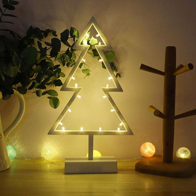 Lampada da tavolo a forma di albero di Natale stilizzato.