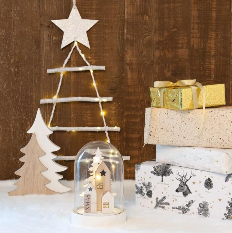 Albero di Natale moderno in legno.