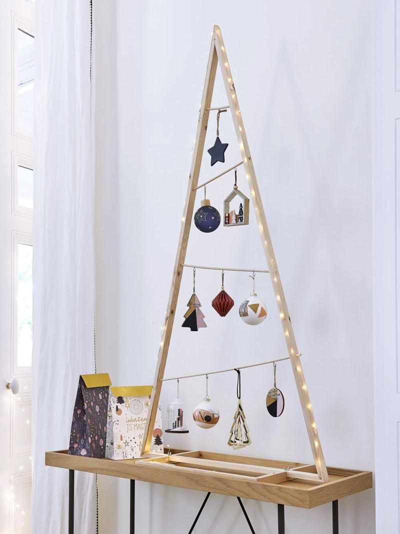 Albero di Natale in legno stile moderno.