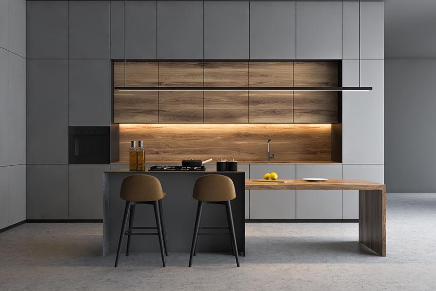 Cucine in legno bicolore grigio antracite.