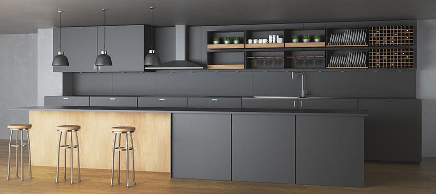 Cucina in legno grigia antracite opaca con penisola e pannelli rovere.