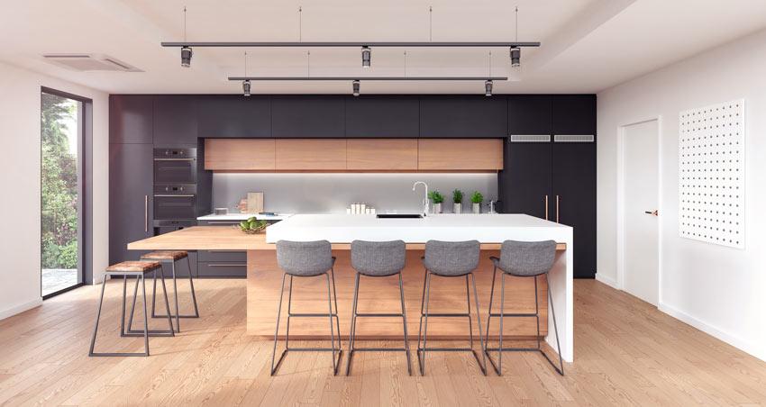 Le cucine nere e rovere con grande isole centrale, ideale in una casa moderna.