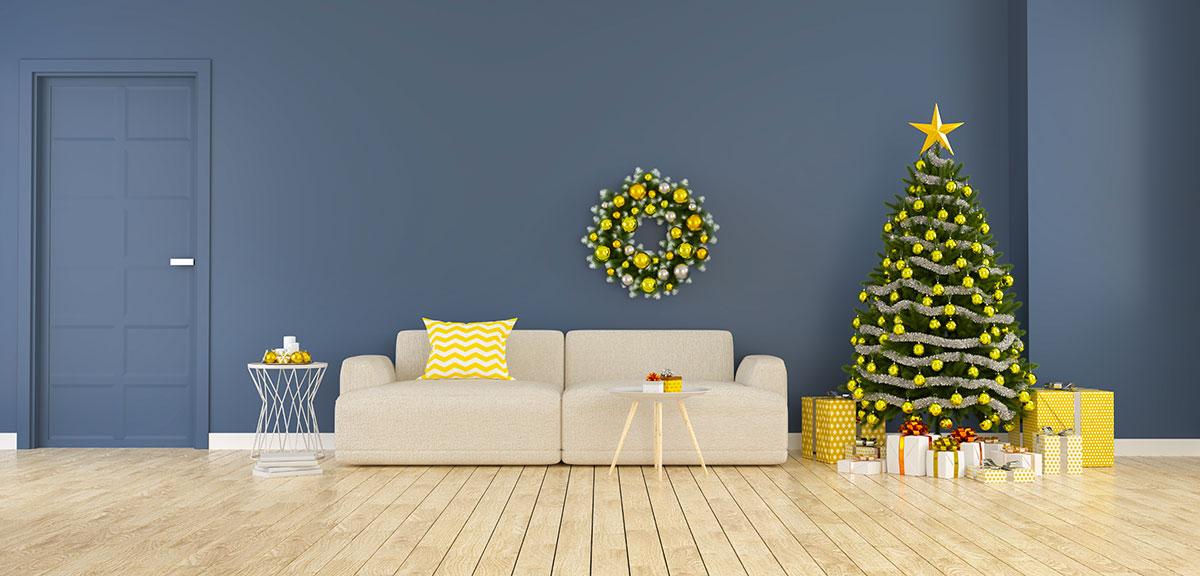 Decorazioni natalizie particolari in giallo e verde.