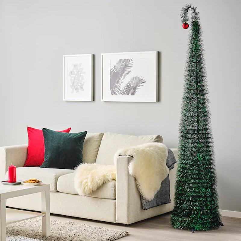 Albero di Natale IKEA particolare in soggiorno.