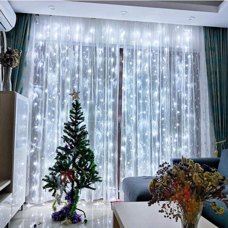 Luci a LED bianche a tenda, ideale per decorare a natale.
