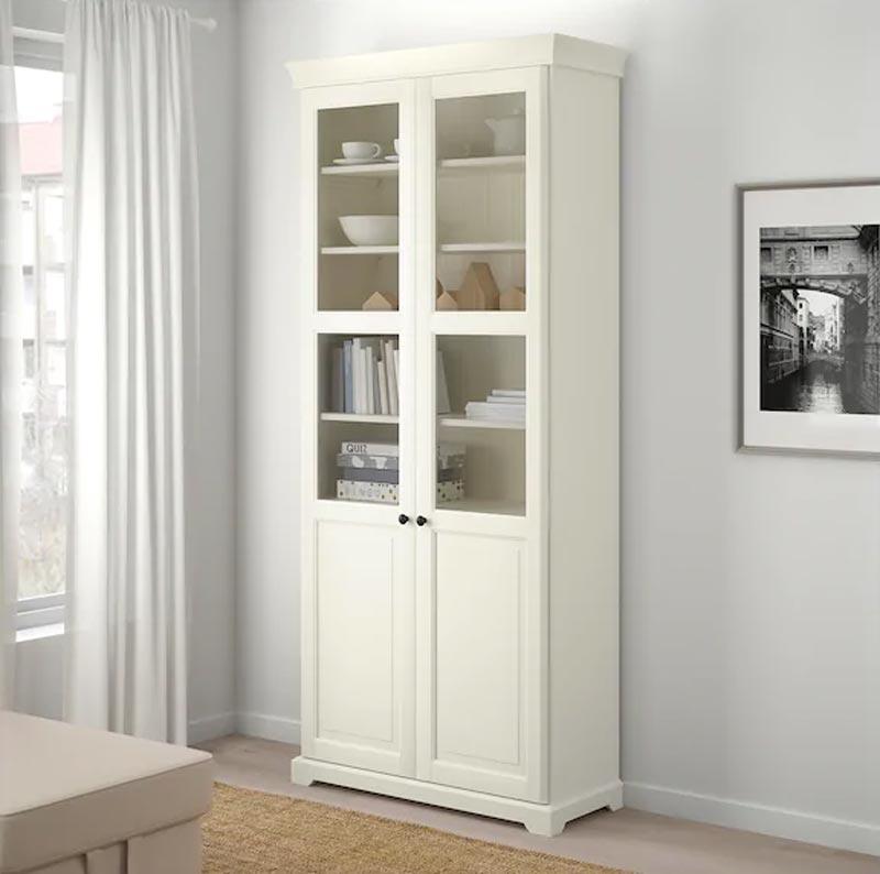 Black days IKEA, libreria bianca in legno Liatorp.