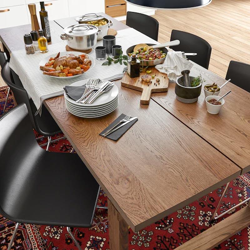 Black days IKEA, tavolo in legno effetto noce Morbylanga.