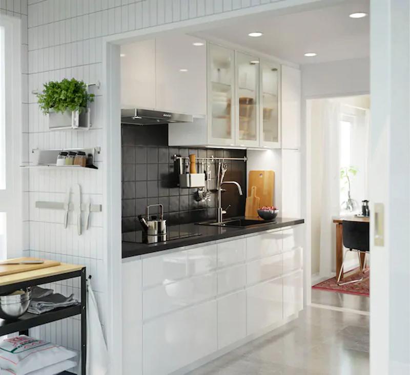 Cucina IKEA VOXTORP bianco lucido.