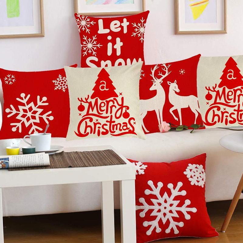 Cuscini merry Christmas rossi e bianchi per una bella decorazione natalizia al divano.