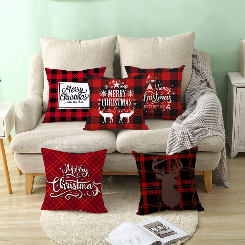 Bellissimi cuscini natalizi per divano.