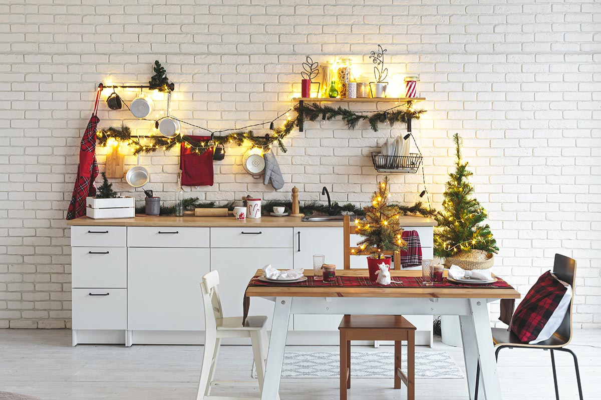 Cucina decorata per Natale.