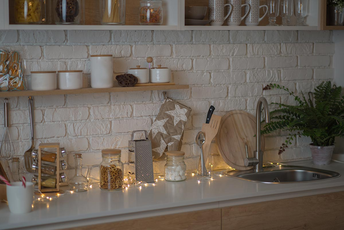 Decorazione luminosa per Natale in cucina.