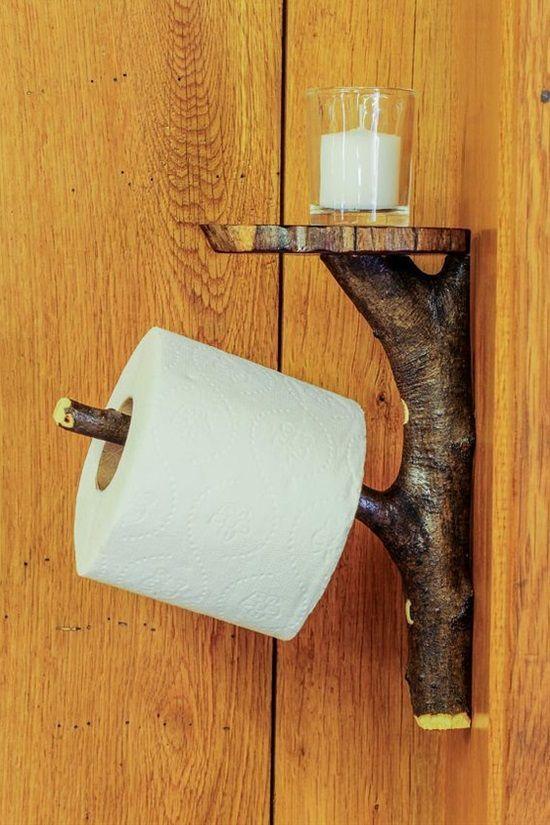 Porta carta igienica realizzato con un ramo di legno