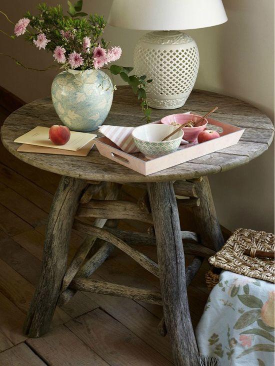 Tavolino realizzato con legno di recupero
