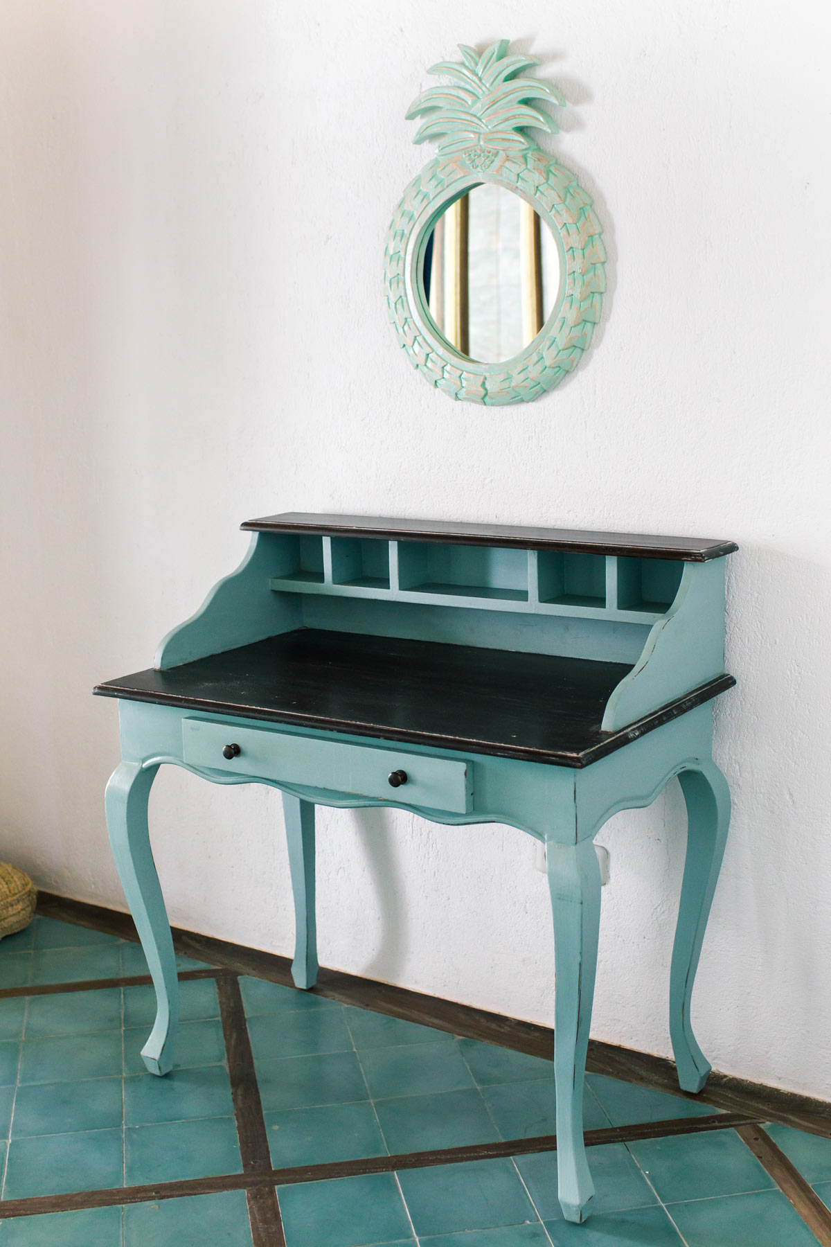 Mobile dipinto fai da te color blu stile shabby chic.