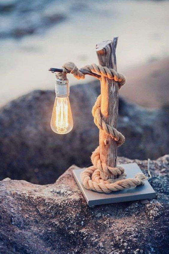 Lampade fai da te design con tronchetti di legno.
