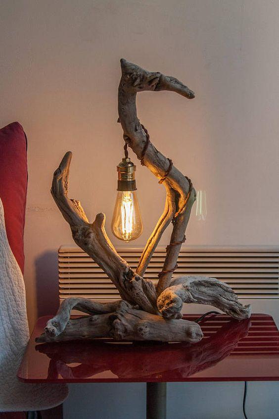 Lampada da tavolo originale fai da te con legno di mare.