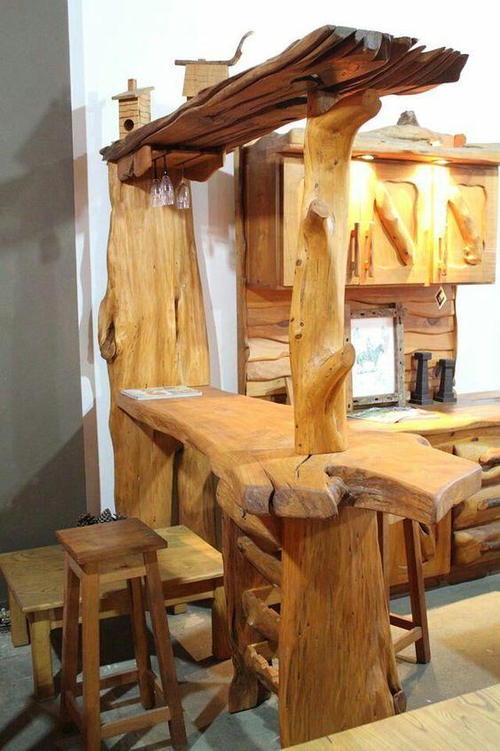 Penisola cucina realizzata con tronchi in legno naturale