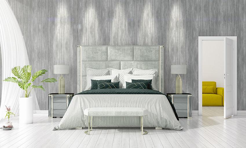 Camera da letto decorata con delle piante da interno.