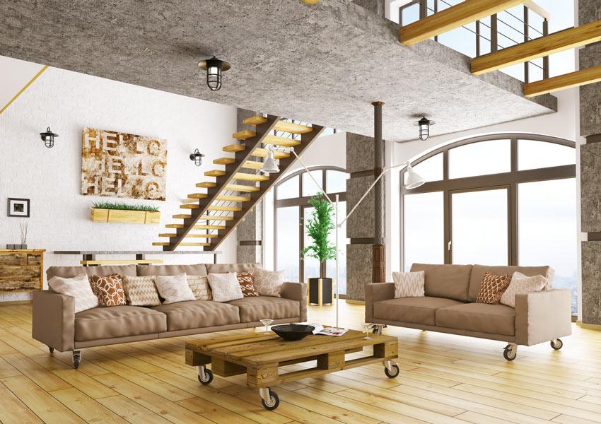 Grande soggiorno stile moderno con tavolino in pallet.