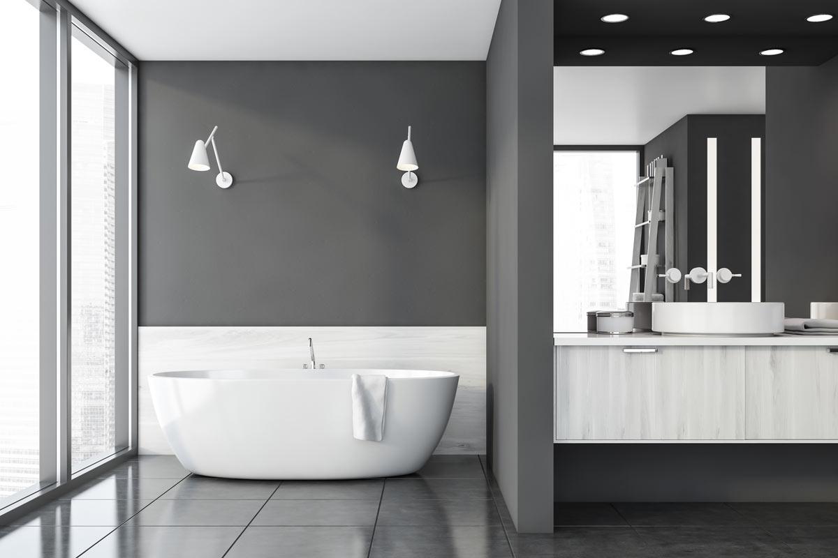 Bellissimo bagno bianco e grigio.