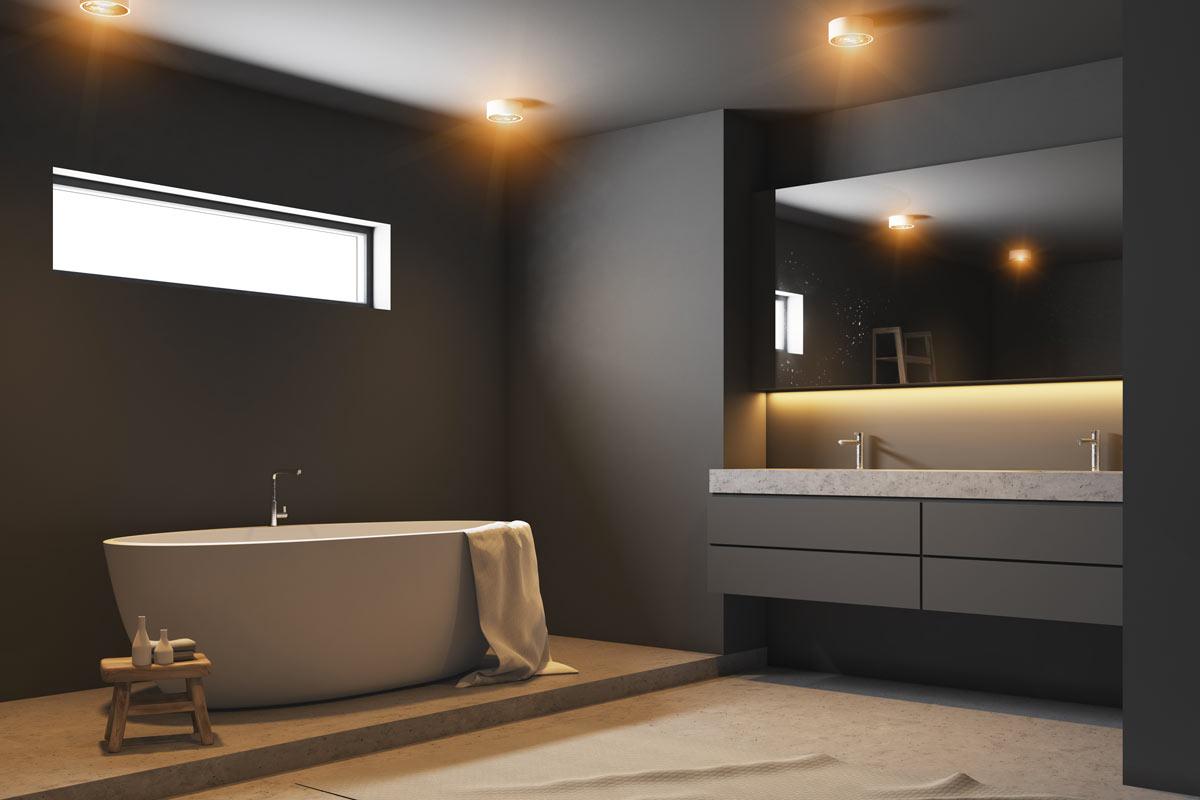 Splendido bagno grigio scuro con illuminazione soffusa.