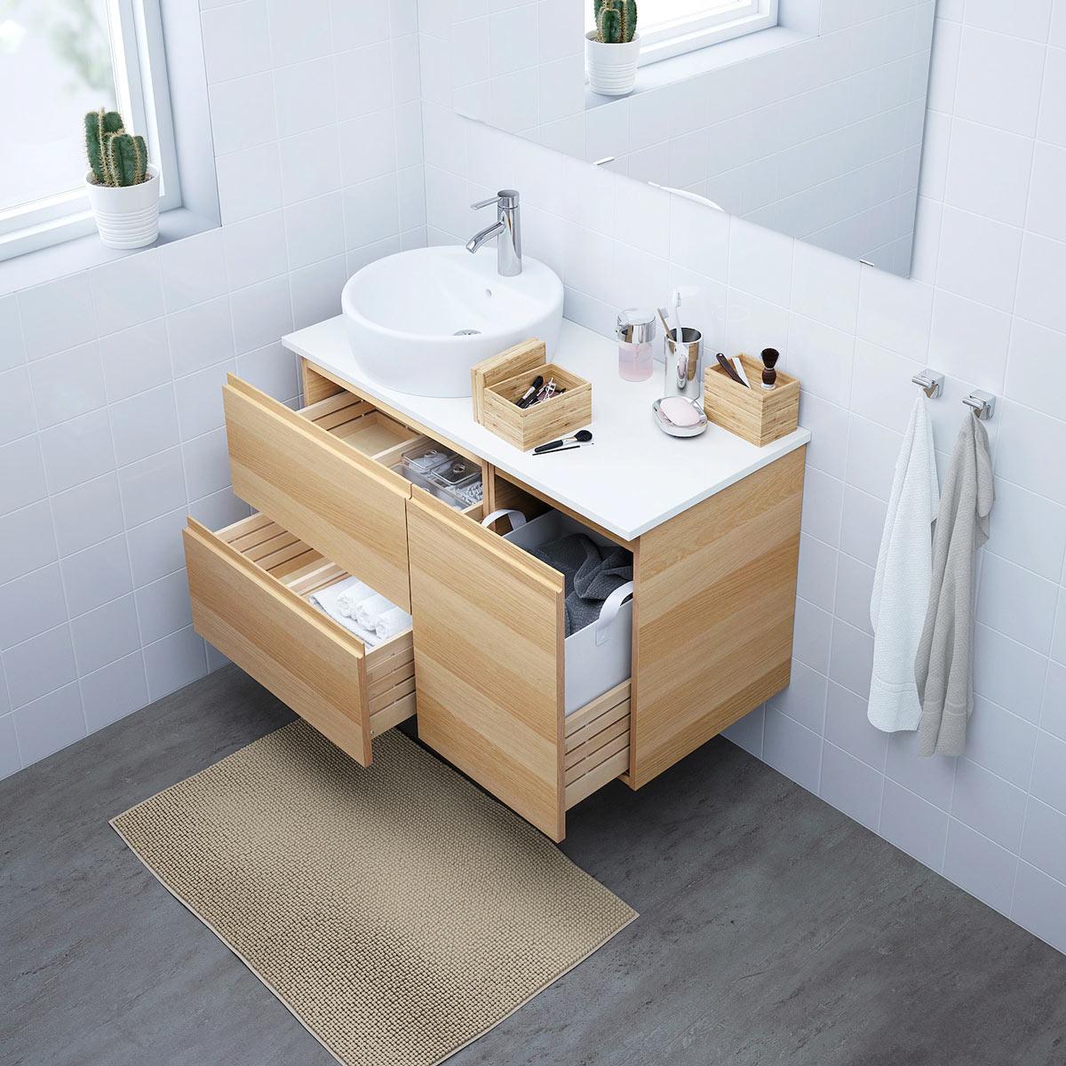 Mobili per il bagno IKEA primavera.