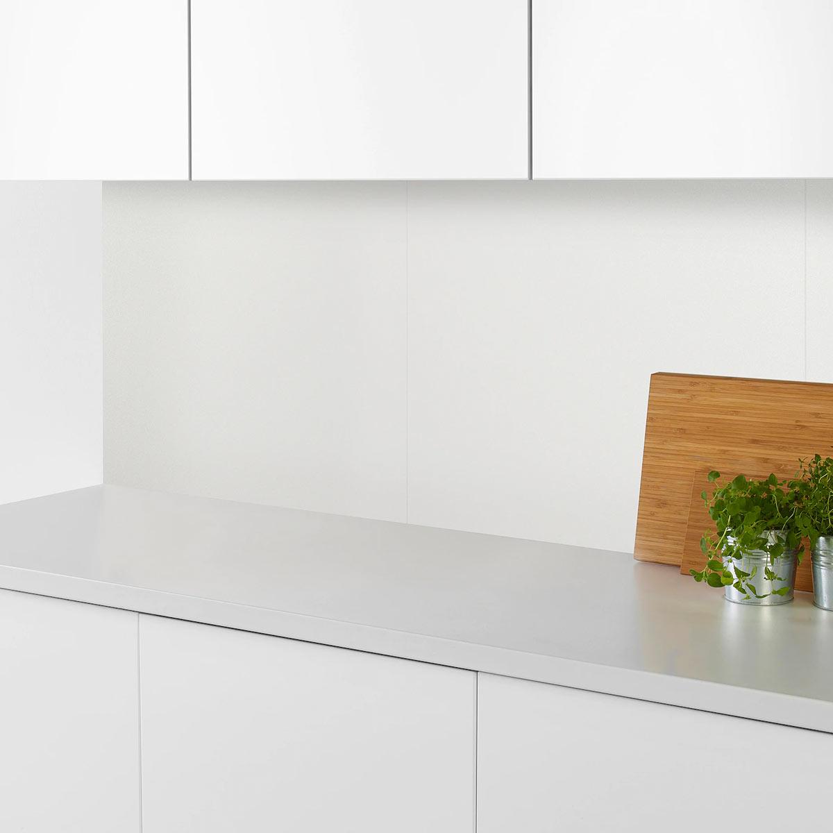 IKEA LEKSTORP è il pannello che protegge la cucina dallo sporco