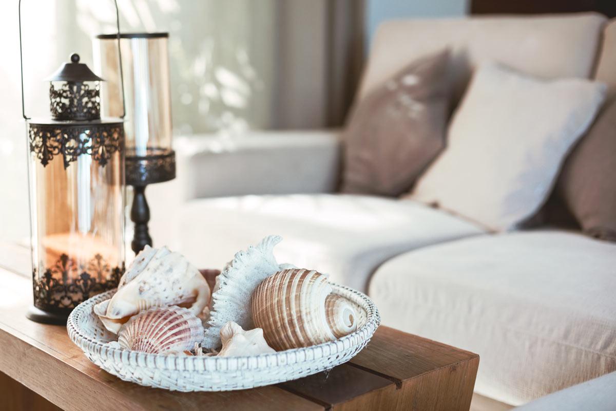 Decorare casa in stile marino con un centrotavola.
