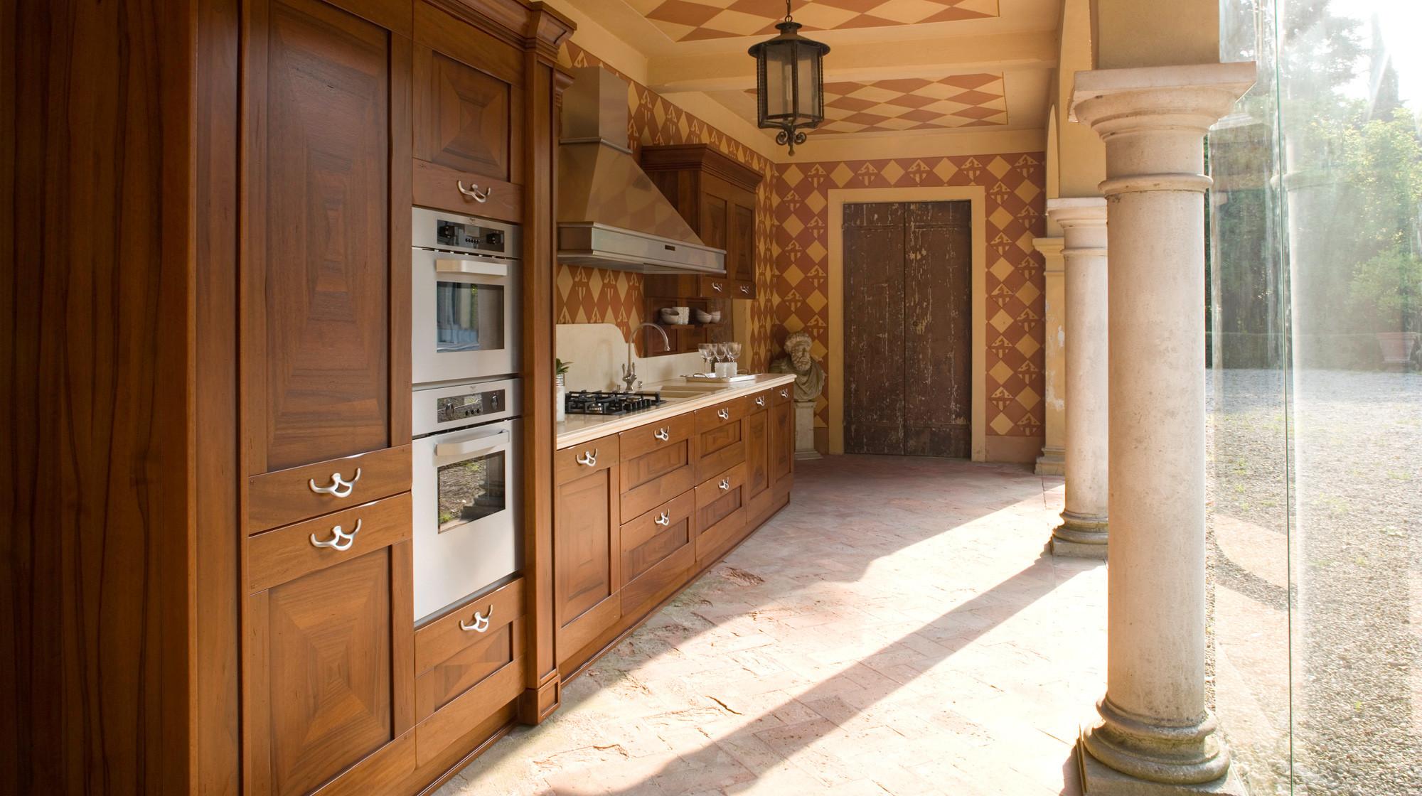 Veneta cucine modello Pavese in legno.