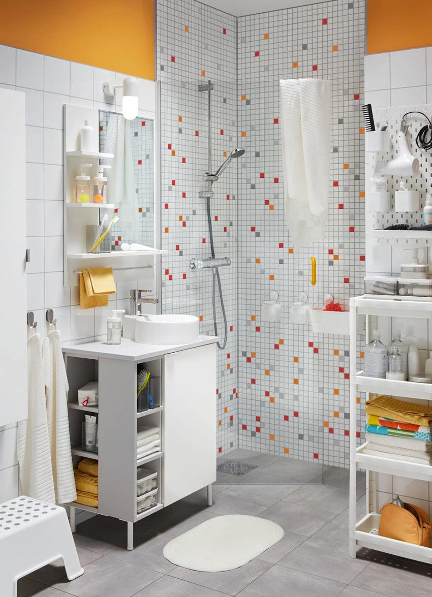 bagno piccolo arredato da IKEA.