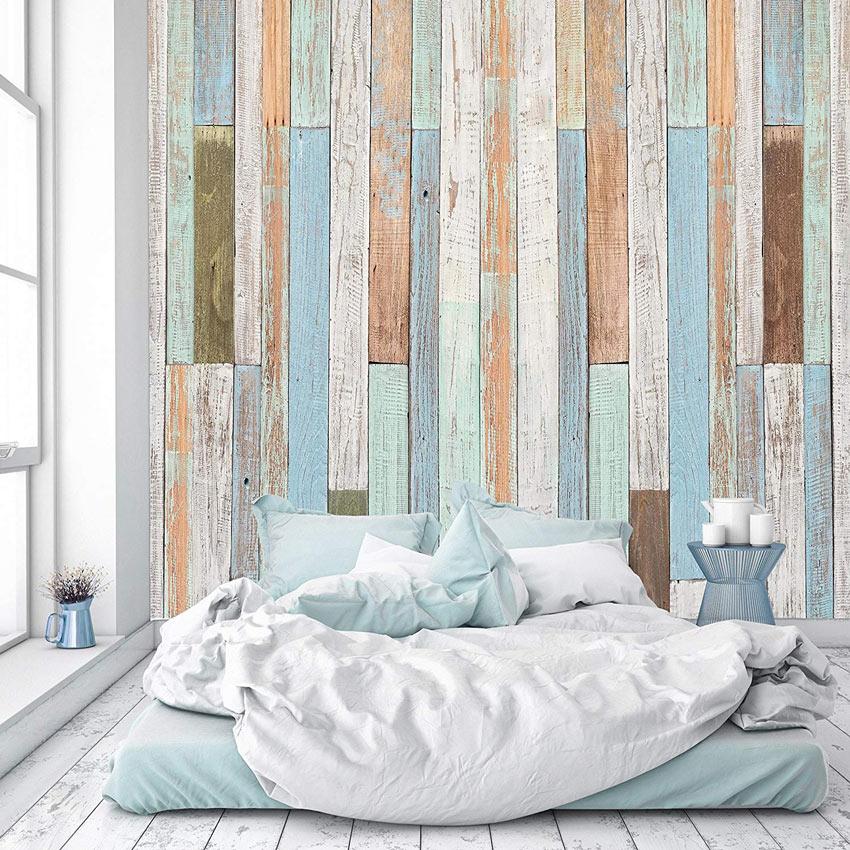 Carta da parati effetto pallet di legno, ideale in una camera da letto moderna.