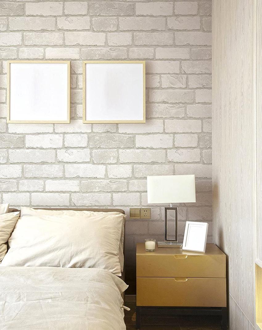 Carta da parati adesiva con l'effetto muro di mattoni in questa camera moderna.