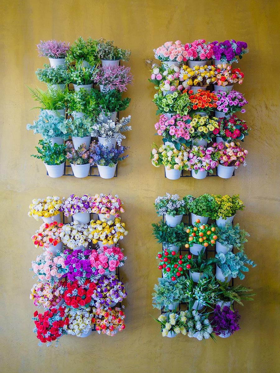 Parete di fiori verticali.