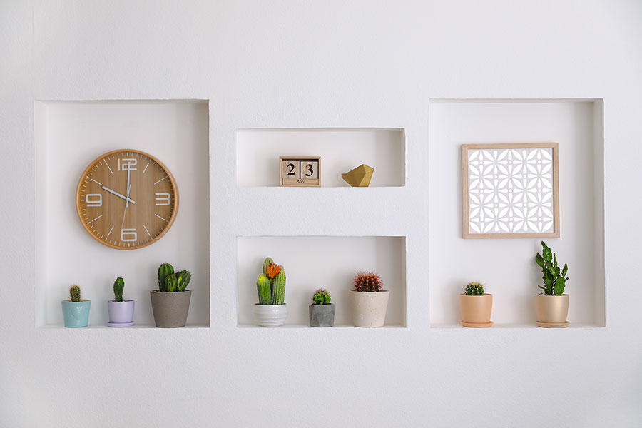 parete moderna con nicchie in cartongesso