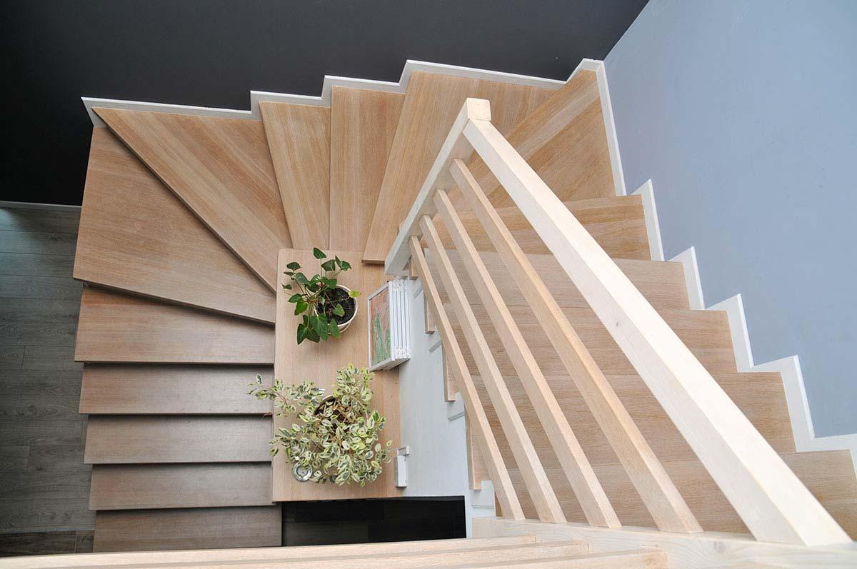 La scala in legno che è stile architettonico senza eguali