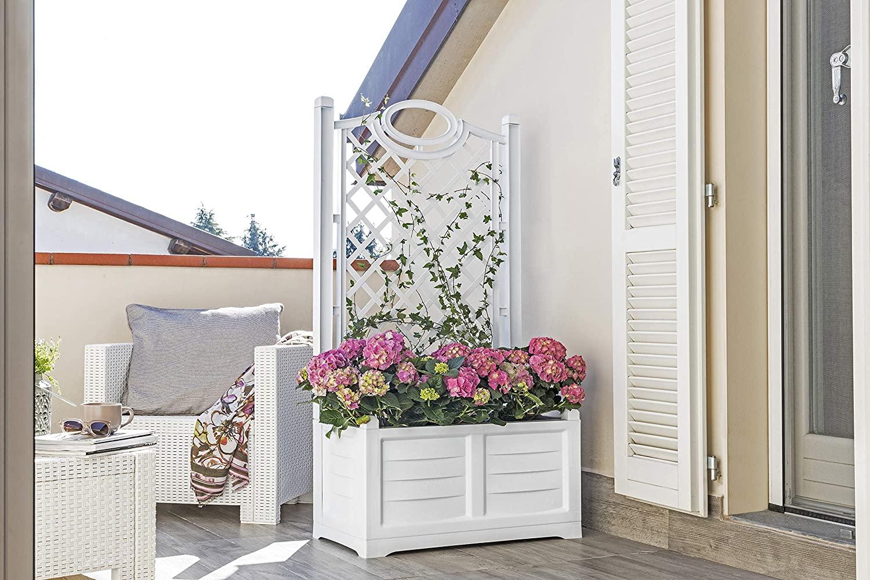 Fioriera il legno bianco, ideale per decorare il balcone.