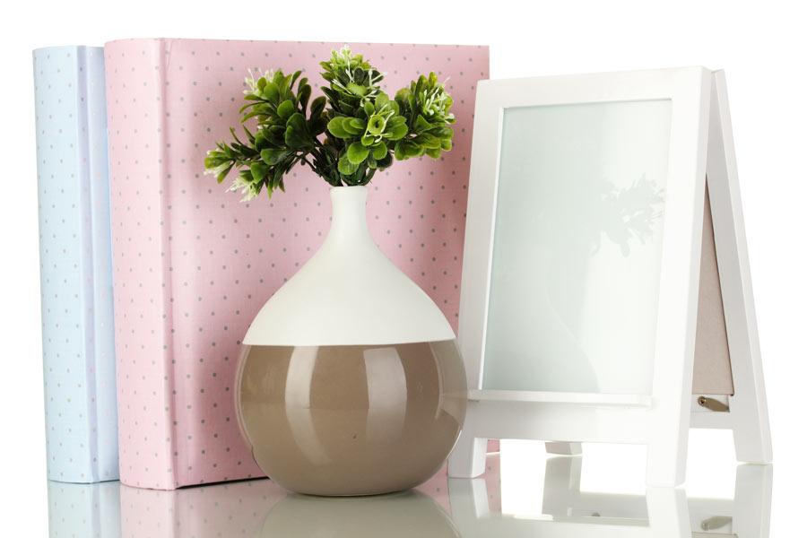 Damigiane dipinte per un bel vaso decorativo fai da te con i fiori.