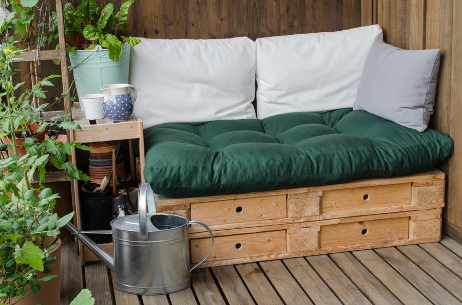 Lavoretto fai da te per il giardino, un divanetto con pallet.