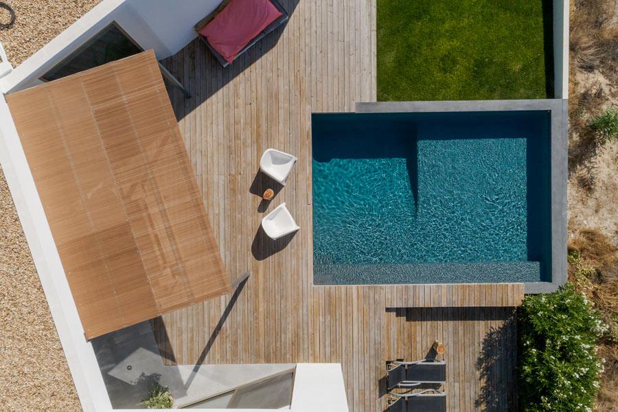 Vista dal cielo di una piscina installata a soppalco su terrazzo, scelta della dimensione.